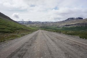 Une route dans les fjords de l'ouest de l'Islande.